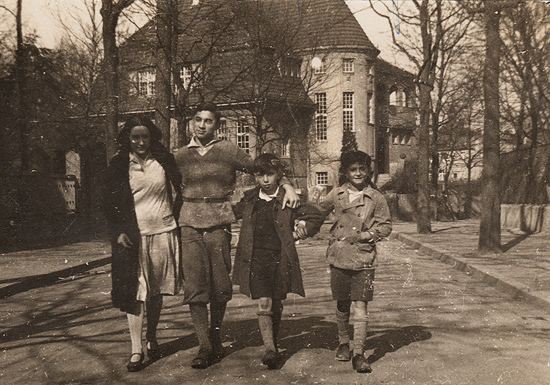 Lea, with Uriel and Gisy Abraham, and Willy Cornfeld. Berlin Grunenwald, 1928-1930